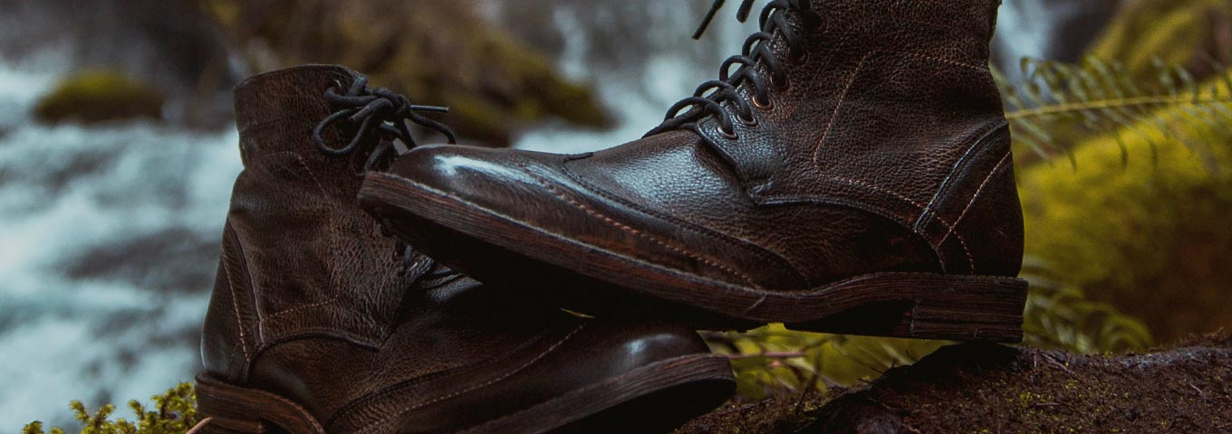Close up of teak Leather Mens Outlaw boots with wingtip details